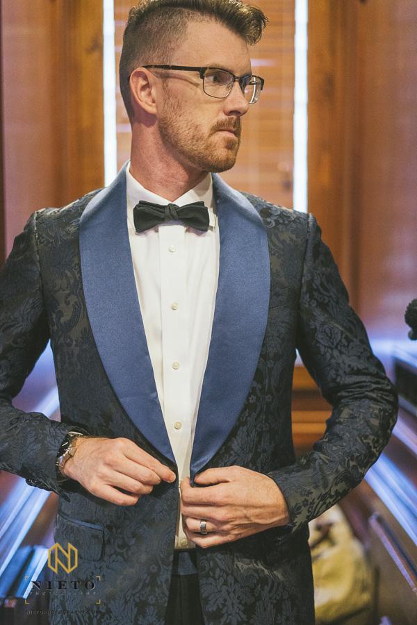 groom adjust jacket