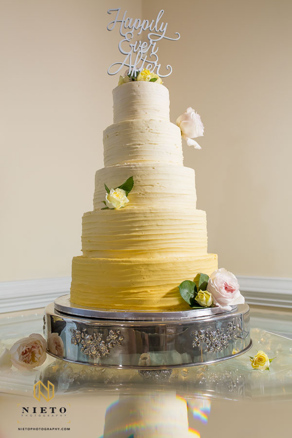spring wedding cake at the Hudson Manor