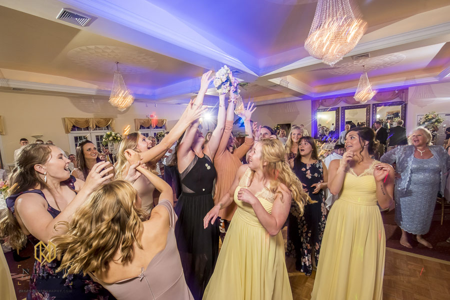 single ladies fighting to catch bridal bouquet at the Hudson Manor